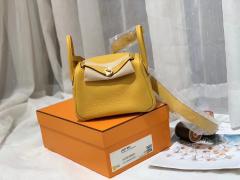 爱马仕 mini Lindy 超高颜值 上身好看又百搭 进口TC皮 9D 琥珀黄 金扣 出街最亮眼的颜色 夏天用这个颜色太适合不过了