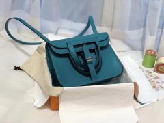 HERMES mini Halzan 肩背设计款 实用 简单 晚宴包 进口swift 皮 7F孔雀蓝?