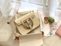 HERMES mini Halzan 肩背设计款 实用 简单 晚宴包 进口swift 皮 cc10奶昔白