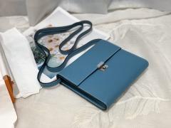 Clic 16 性价比和实用性极高 钱包款 内里还设有卡位 钱袋子 简单又轻便 epsom 皮 75 牛仔蓝