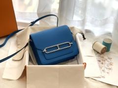 Mini 小猪包Roulis 五金扣 简单方便 夏季小包 7Q希腊蓝 靓丽的颜色 希腊蓝独有夺目动心的明媚 时尚又不失高贵